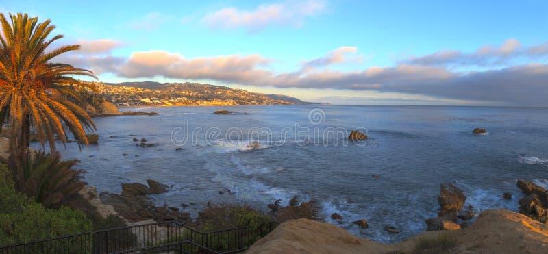 Панорамный взгляд захода солнца главного пляжа стоковое изображение rf