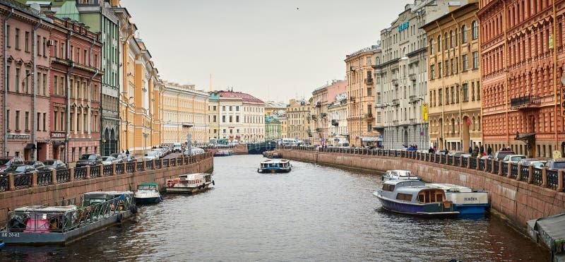 Панорамный взгляд каналов Санкт-Петербурга стоковые изображения rf