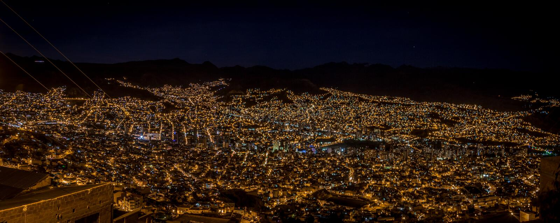 Панорамный взгляд Ла Paz на ноче - Ла Paz, Боливии стоковое изображение rf