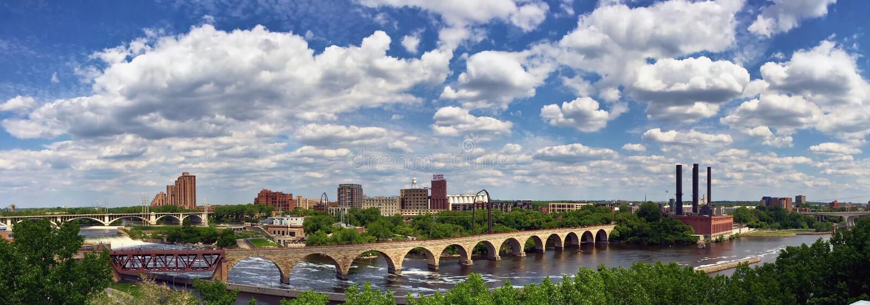 Панорамный взгляд Миннеаполиса, Минесоты, США стоковые фотографии rf