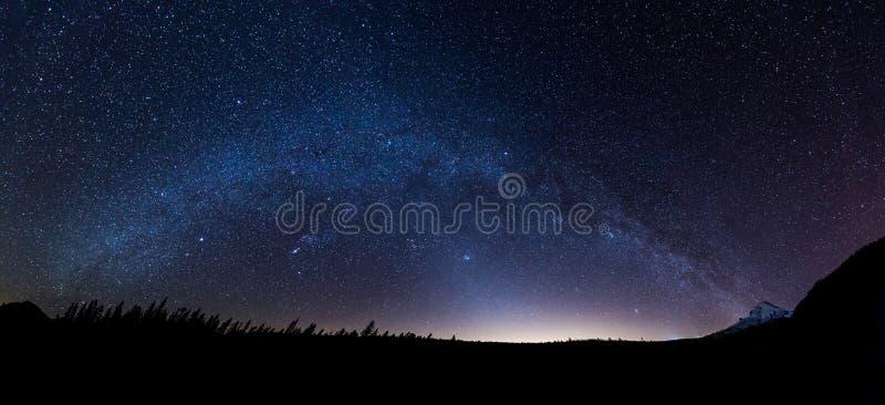 Панорамный взгляд млечного пути стоковое фото