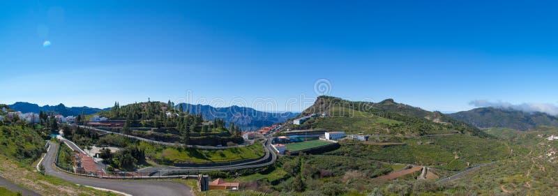 Панорамный взгляд над деревней Artenara стоковое фото rf