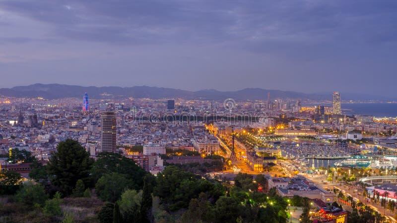 Панорамный взгляд на загоренной Барселоне в вечере, Испании стоковые фотографии rf