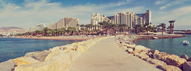 Панорамный взгляд на центральном общественном пляже в Eilat, Израиле стоковое изображение