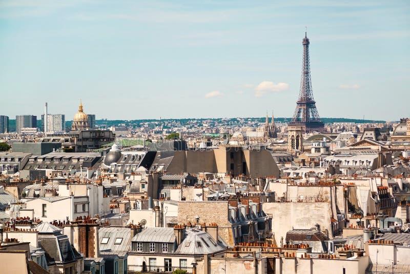Панорамный взгляд Парижа от крыши здания музея Pompidou центра стоковое изображение