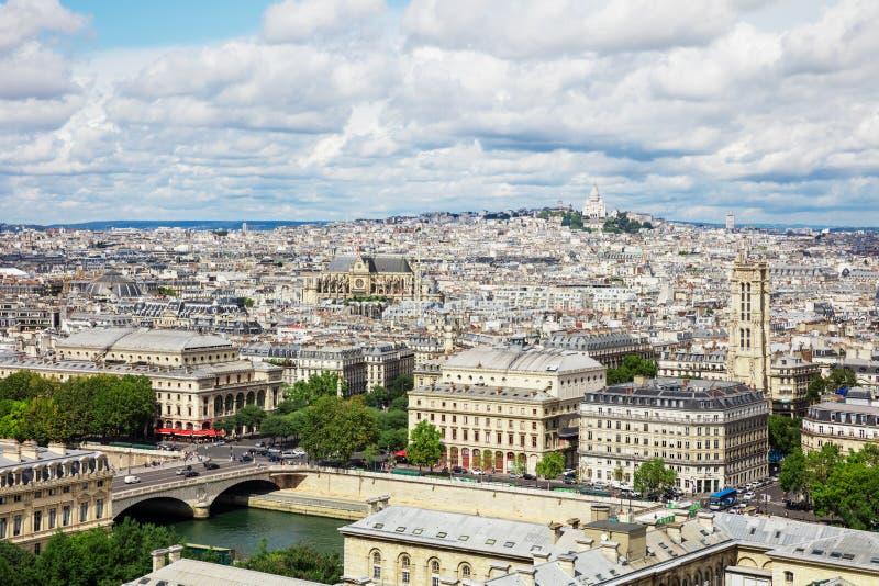 Панорамный взгляд Парижа от собора Нотр-Дам в Париже, стоковые изображения rf