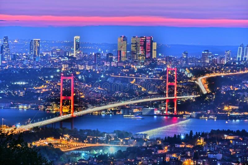 Панорамный взгляд Стамбула с мостом Bosphorus стоковое изображение rf