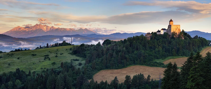 Панорамный взгляд Словакии с moutain Tatras и Stara Lubovna стоковая фотография rf
