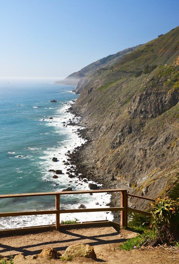 Панорамный взгляд трассы 1 Калифорнии увиденной от клочковатого пункта стоковое изображение rf