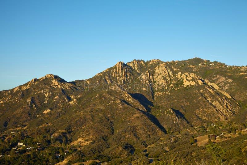 Панорамный взгляд лугов, холмов и неба в Malibu стоковая фотография rf