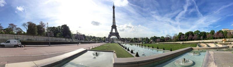 Панорамный взгляд Эйфелева башни стоковые изображения rf