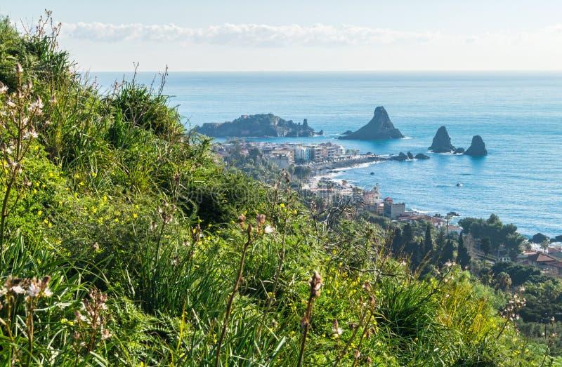 Панорамный взгляд Acitrezza от Acicastello стоковые фотографии rf