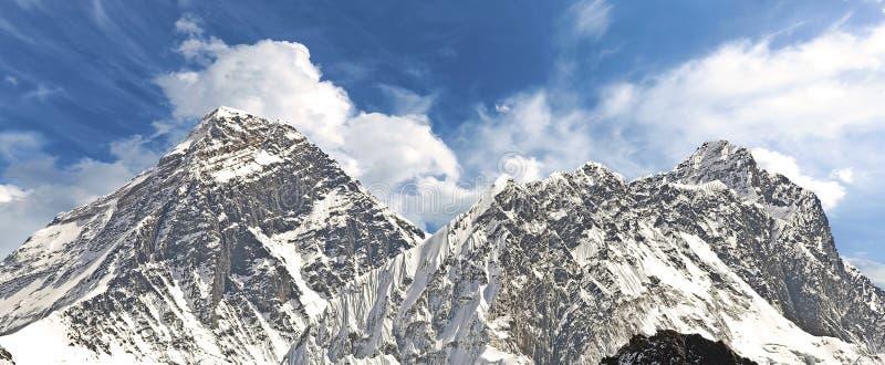 Панорамный взгляд Mount Everest стоковая фотография rf