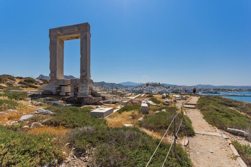 Панорамный взгляд Portara, вход виска Аполлона, остров Naxos, Греция стоковые фотографии rf