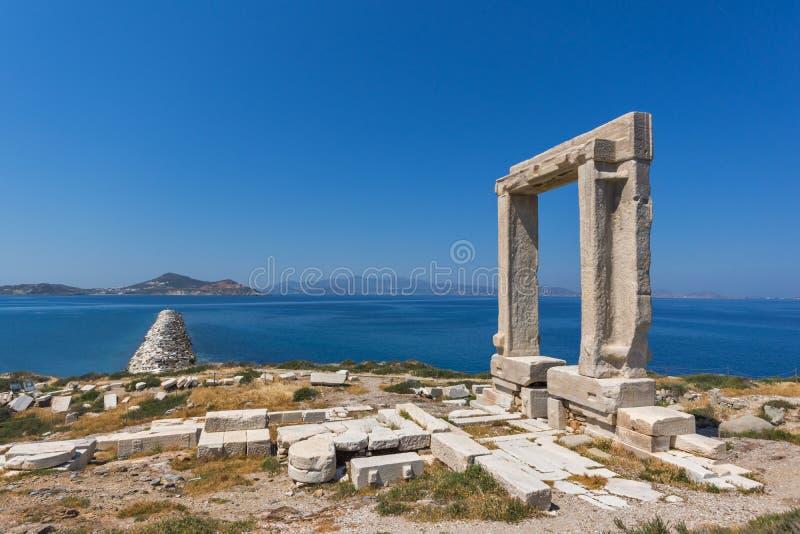 Панорамный взгляд Portara, вход виска Аполлона, остров Naxos, Греция стоковая фотография