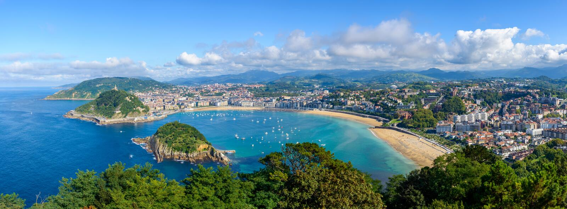 Панорамный взгляд San Sebastian в Испании стоковое фото