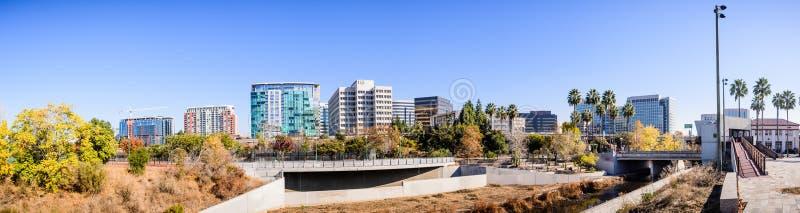 Панорамный вид горизонта Сан-Хосе городского как увидено от s стоковые фотографии rf