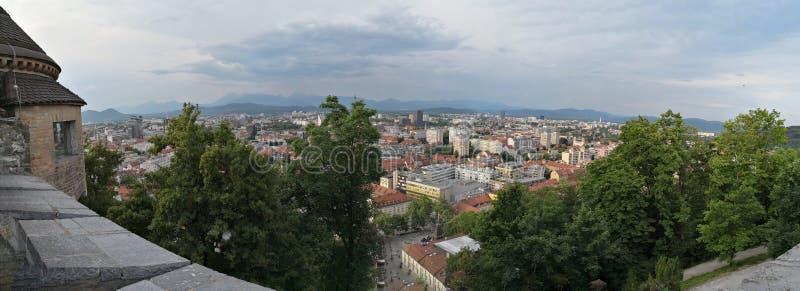 Панорамный вид города Ljublana от замка стоковые фотографии rf