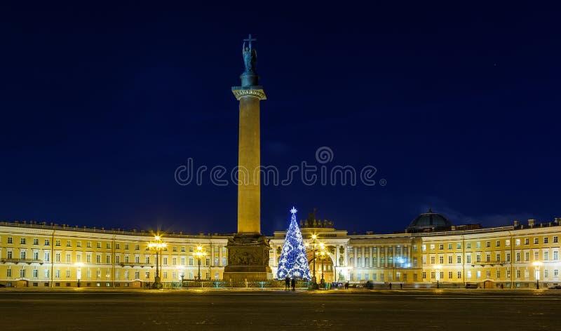 Панорамный вид квадрата дворца и дерева Нового Года, главной рождественской елки города - черно-белого 27 2010 bonnet alcatrazz о стоковые фотографии rf