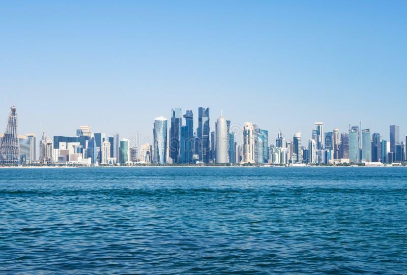 Панорамный вид метрополии Катара небоскреб зодчества самомоднейший стоковое изображение rf