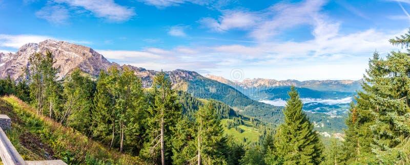 Панорамный вид на гольф Peek Hoher Goll 2522m от Россфельд Панорама Роуд в Германии стоковое фото rf