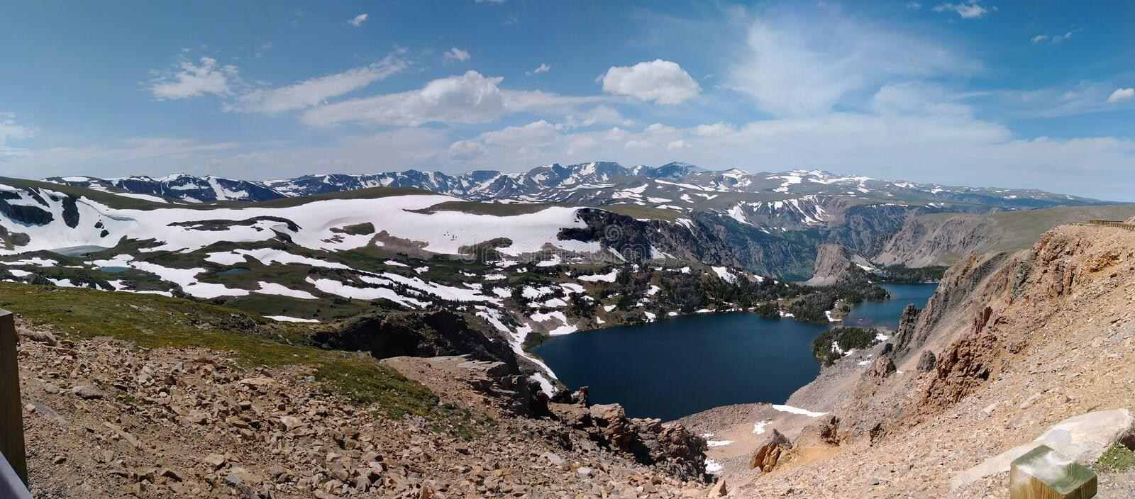 Панорамный вид от шоссе Beartooth сценарного стоковое фото
