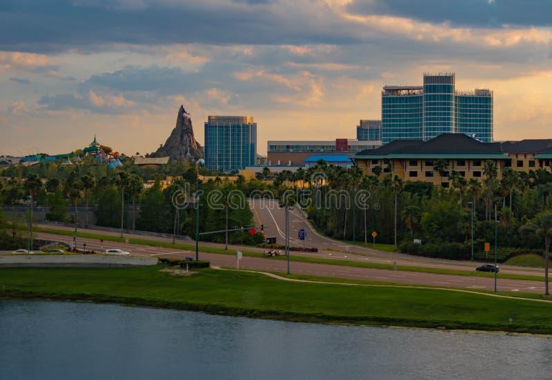 Панорамный вид пляжный комплекс и спа залива аквапарк залива вулкана, гостиницы Aventura и Cabana на районе студий Universal стоковое изображение