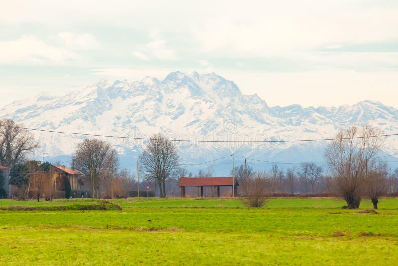 Панорамный вид сельской местности на окраинах Милана стоковая фотография