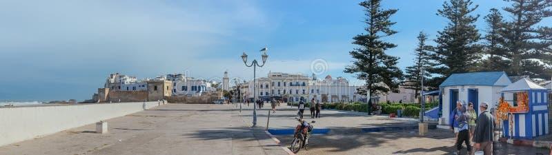 Панорамный вид старого городка вдоль Атлантического океана r стоковое фото