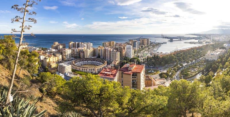 Панорамный вид с воздуха горизонта Малаги, Андалусии, Испании стоковое фото