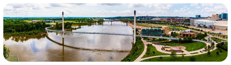 Панорамный вид с воздуха Миссури и всего моста Омаха Небраски Kerrey стоковые фото