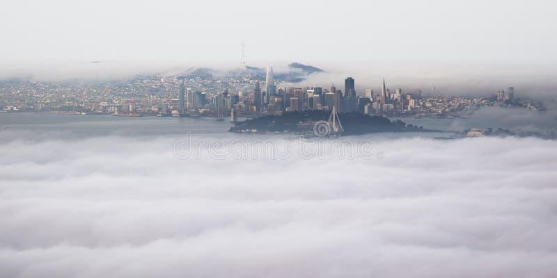 Панорамный вид с воздуха области San Francisco Bay от саммита пика Grizzley в Беркли стоковые фотографии rf