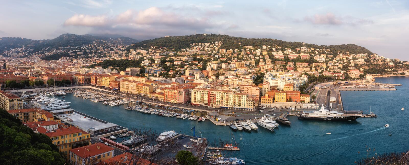 Панорамный вид с воздуха славного, красивого городского пейзажа на заходе солнца от популярной точки зрения стоковая фотография