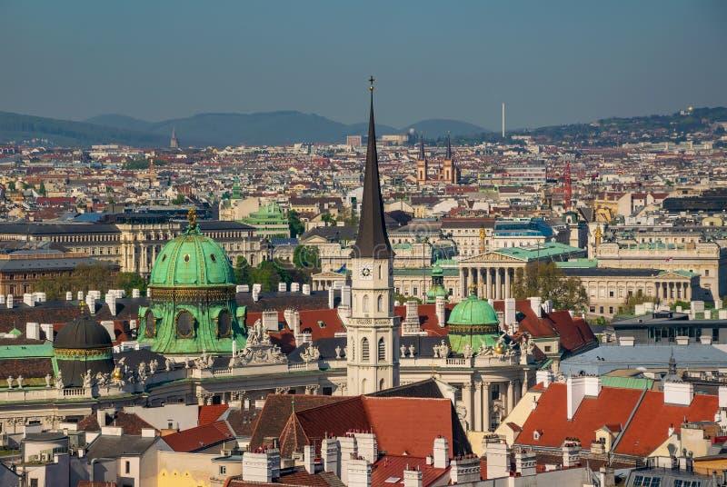 Панорамный вид с воздуха центра города Вены от собора стоковые фото
