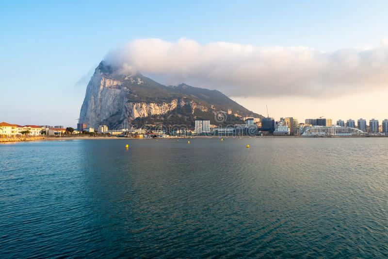 Панорамный вид утеса Гибралтара, полуострова стоковое изображение rf