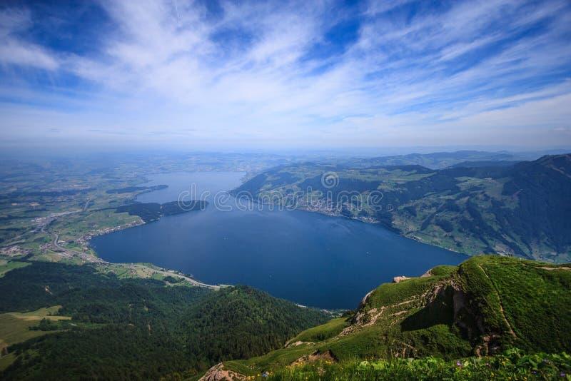 Панорамный вид на озеро Люцерн ландшафта и горные цепи от точки зрения Rigi Kulm, Люцерн, Швейцария, Европа стоковое фото