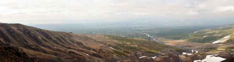 Панорамный вулканический ландшафт Пропуск Avachinsky стоковые изображения