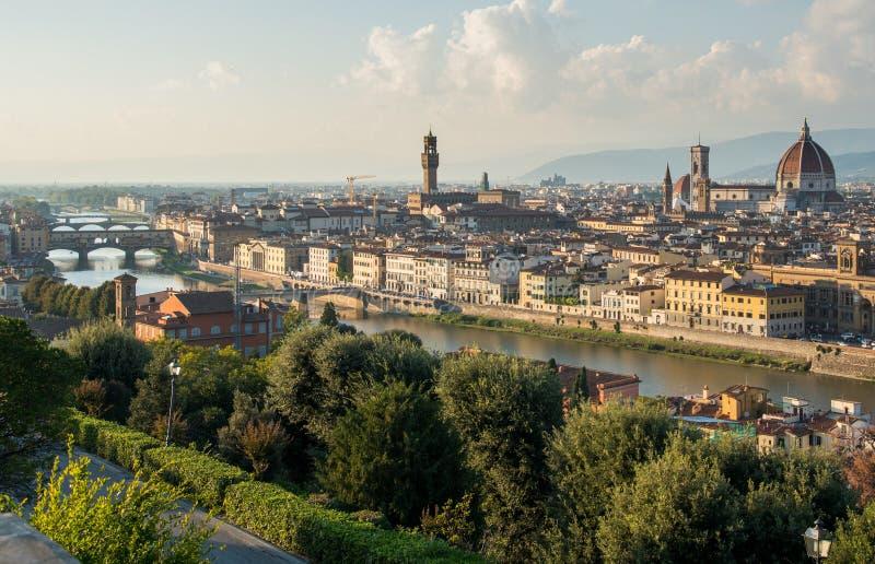 Панорамный горизонт исторического города Флоренция в Италии от Michelangelo piazza стоковая фотография rf