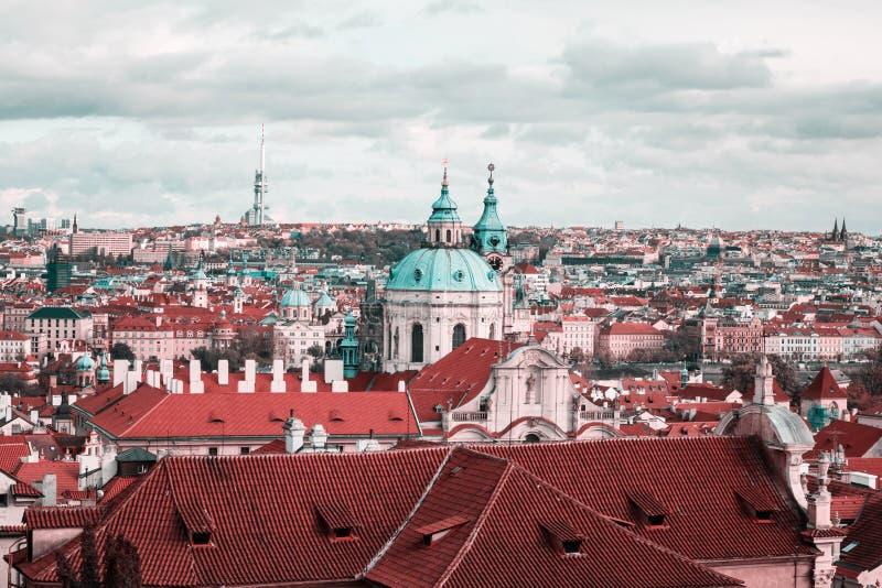 Панорамный и над видом на город Праги от замка Праги стоковое фото