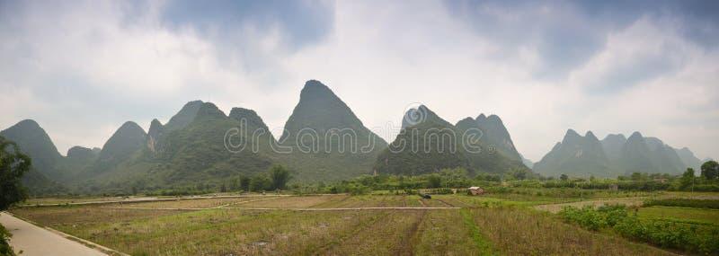 Панорамный пейзаж Yangshuo стоковая фотография