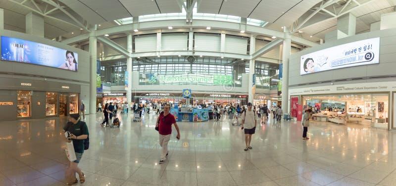 Панорамный терминал залы гостиной передачи внутри международного аэропорта Инчхона стоковое изображение