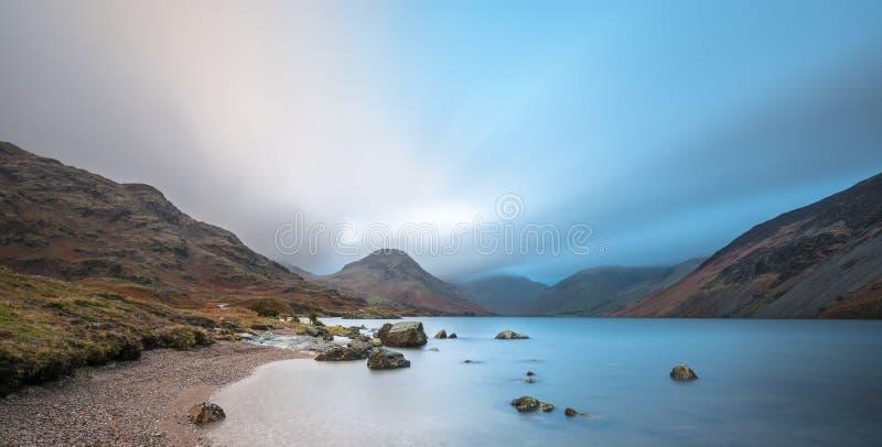 Панорамный широкий взгляд воды Wast, района озера, Великобритании стоковое фото