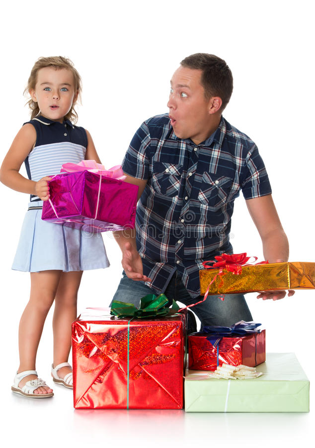 Папа дает подарки дочери стоковые фотографии rf
