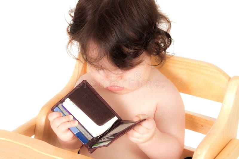 папа младенца имеет бумажник стоковые изображения