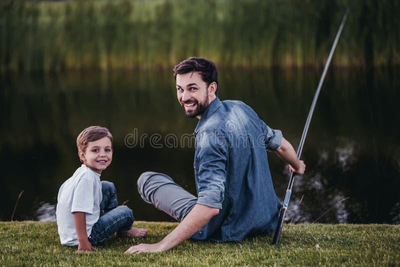 Папа с сыном стоковые изображения rf