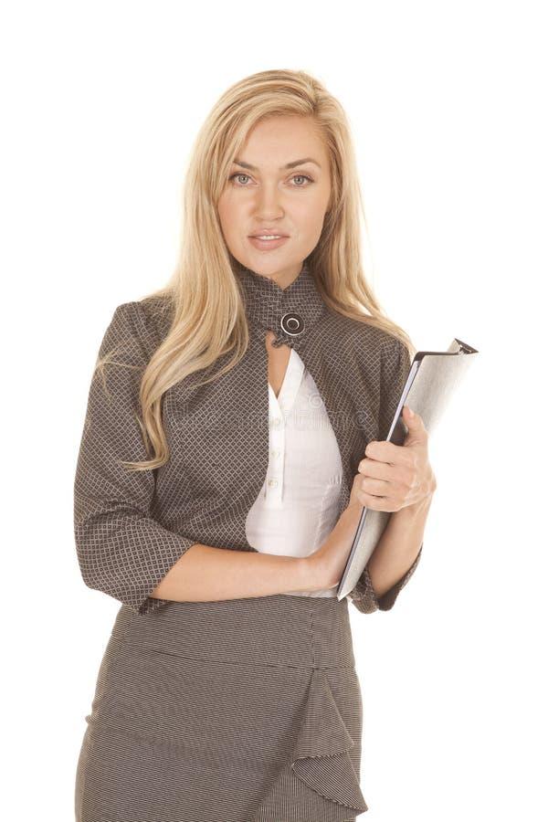 Download Папка платья дела женщины серая смотря улыбку Стоковое Фото - изображение насчитывающей lifestyle, серо: 33735178