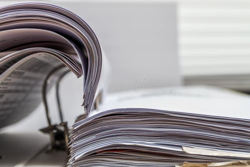 Папка файлов на белизне стола стоковая фотография rf