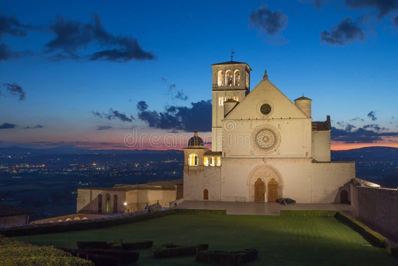 Папская базилика Св.а Франциск Св. Франциск Assisi на заходе солнца стоковые фото