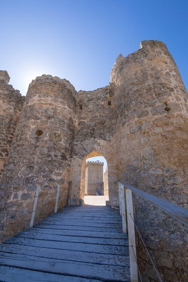 Парадный вход замка вертикали Penaranda de Duero стоковые фото