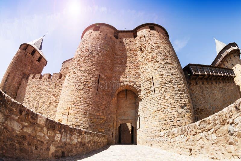 Парадный вход замка отсчетов на Каркассоне стоковые изображения rf